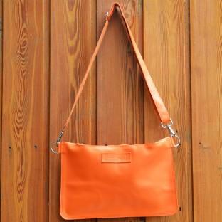 La pochette cuir orange Hermes